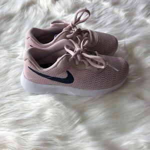 Nike rose tanjun tennis shoes